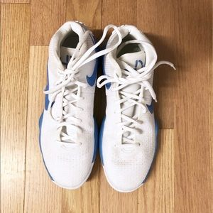 Nike Hyperdunk basketball shoes, white, size 10.5